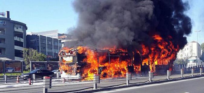 ВИДЕО: Автобус експлодираше во центарот на Истанбул