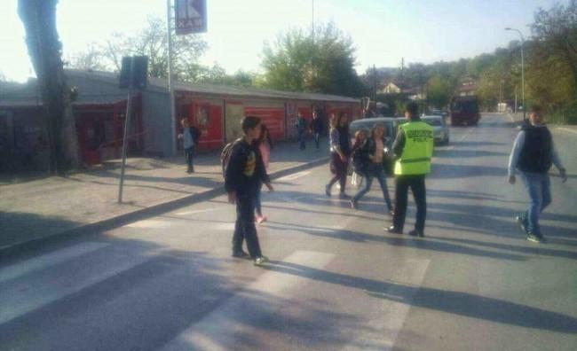 Сообраќајци ќе им помагаат на основците при минување на пешачки во Кисела Вода