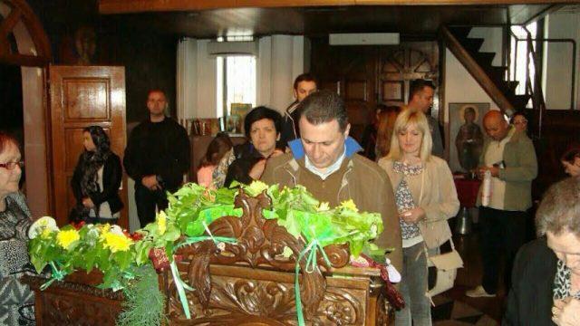 ФОТО: Груевски и семејството на Велики петок во црквата Света Петка