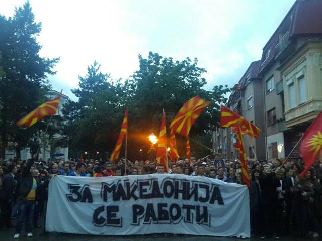 Илјадници граѓани од собирот на ГДОМ во Битола порачаа: Избори на 5. јуни за излез од кризата