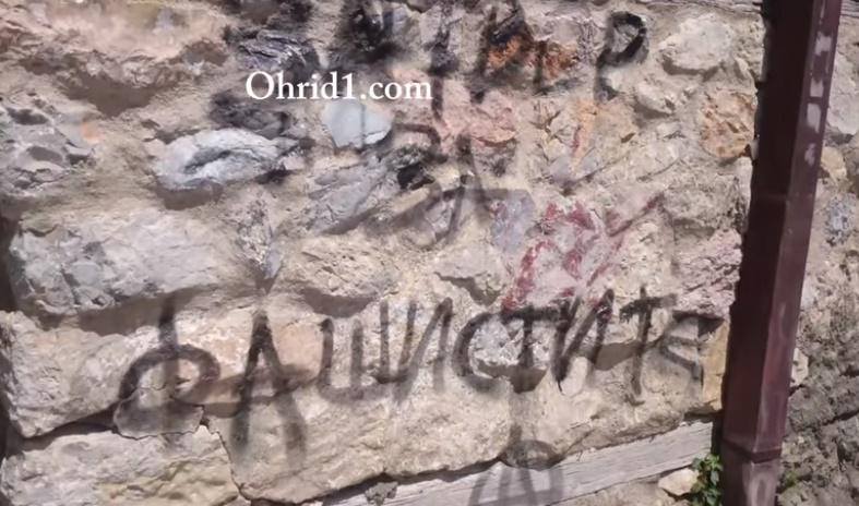 """ВИДЕО: Активисти на """"Протестирам"""" ја вандализираа куќата на Христо Узунов"""