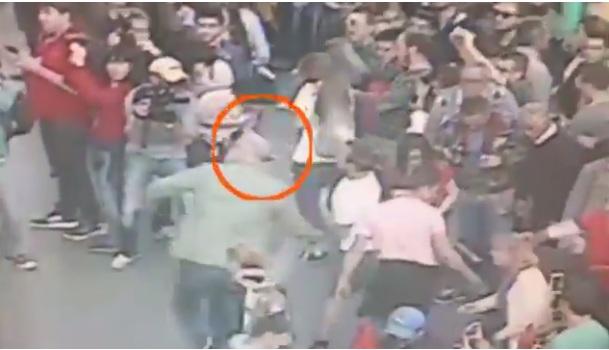 Професор Калајџиев дел од толпата хулигани на Заев (ВИДЕО)