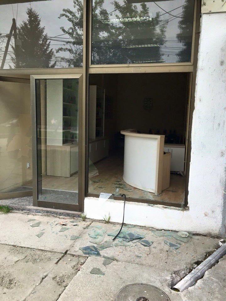 Демолирана народната канцеларија на претседателот Иванов во Тетово