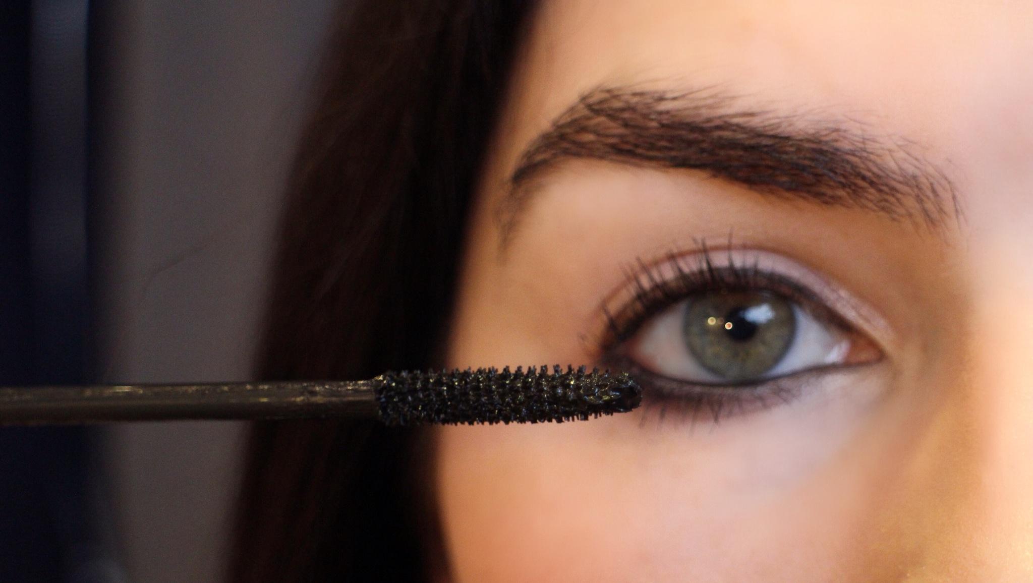 ВИДЕО: Како да нанесете маскара за да добиете три различни изгледи