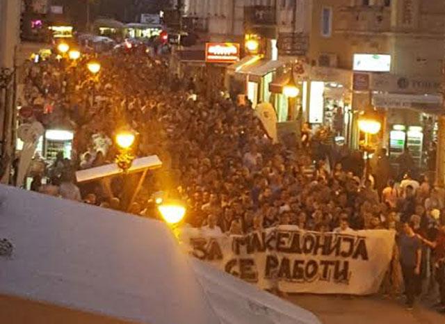 ФОТО: Илјадници битолчани со поддршка за крај на кризата преку избори