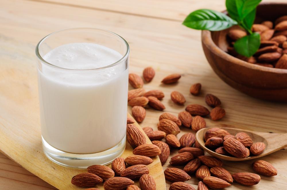 ВИДЕО: Направете сами бадемово млеко