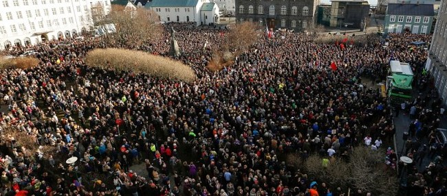 """""""Панама документи"""": Протести во Исланд за оставка на премиерот"""