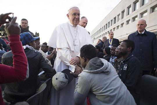 Папата Франциско до мигрантите: Не сте сами, не губете надеж