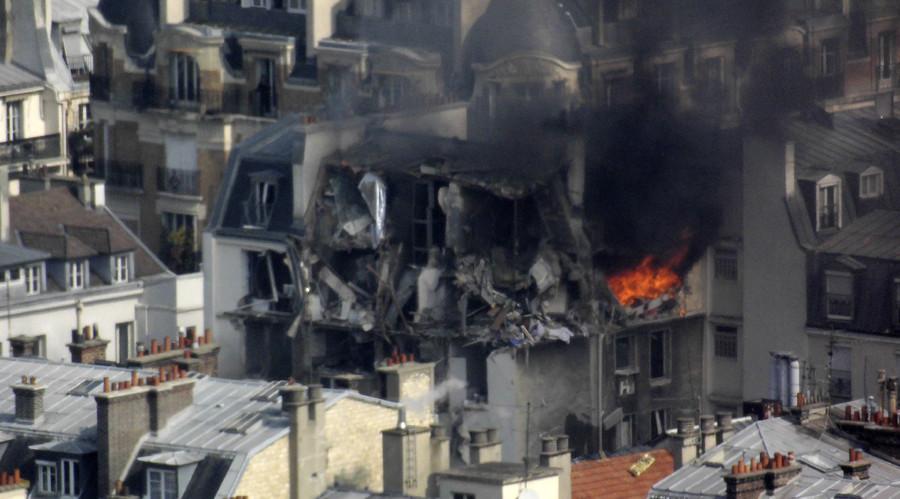 ФОТО+ВИДЕО: Експлозија во центарот на Париз