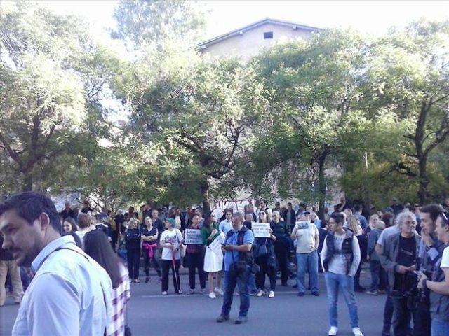 ФОТО: Почна протестот пред СЈО, неколку стотини лица на протестот на СДСМ и СОРОС