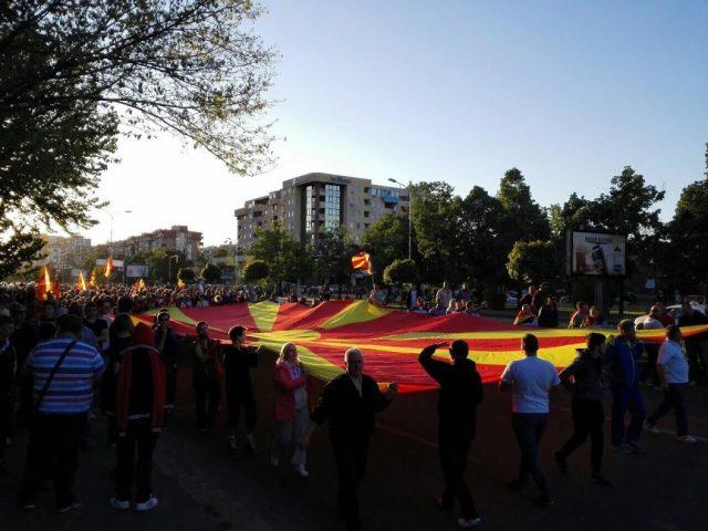 ФОТО: Се повеќе граѓани на собирот на ГДОМ