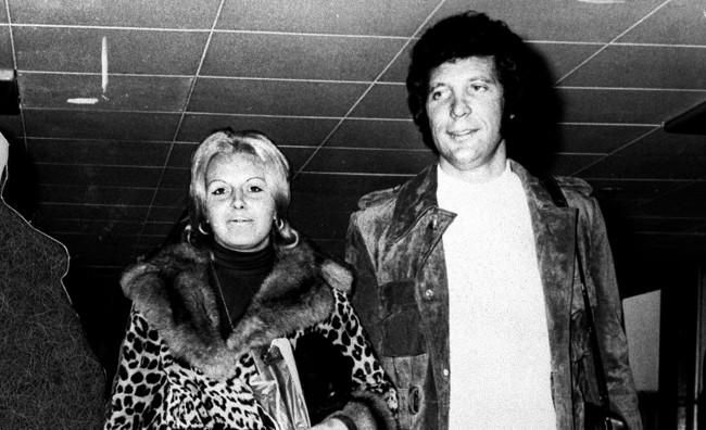 Почина сопругата на Том Џонс