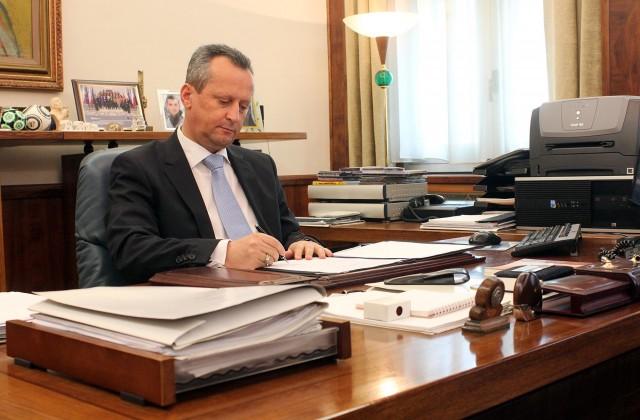 Вељаноски потпиша Решение за распишување предвремени избори