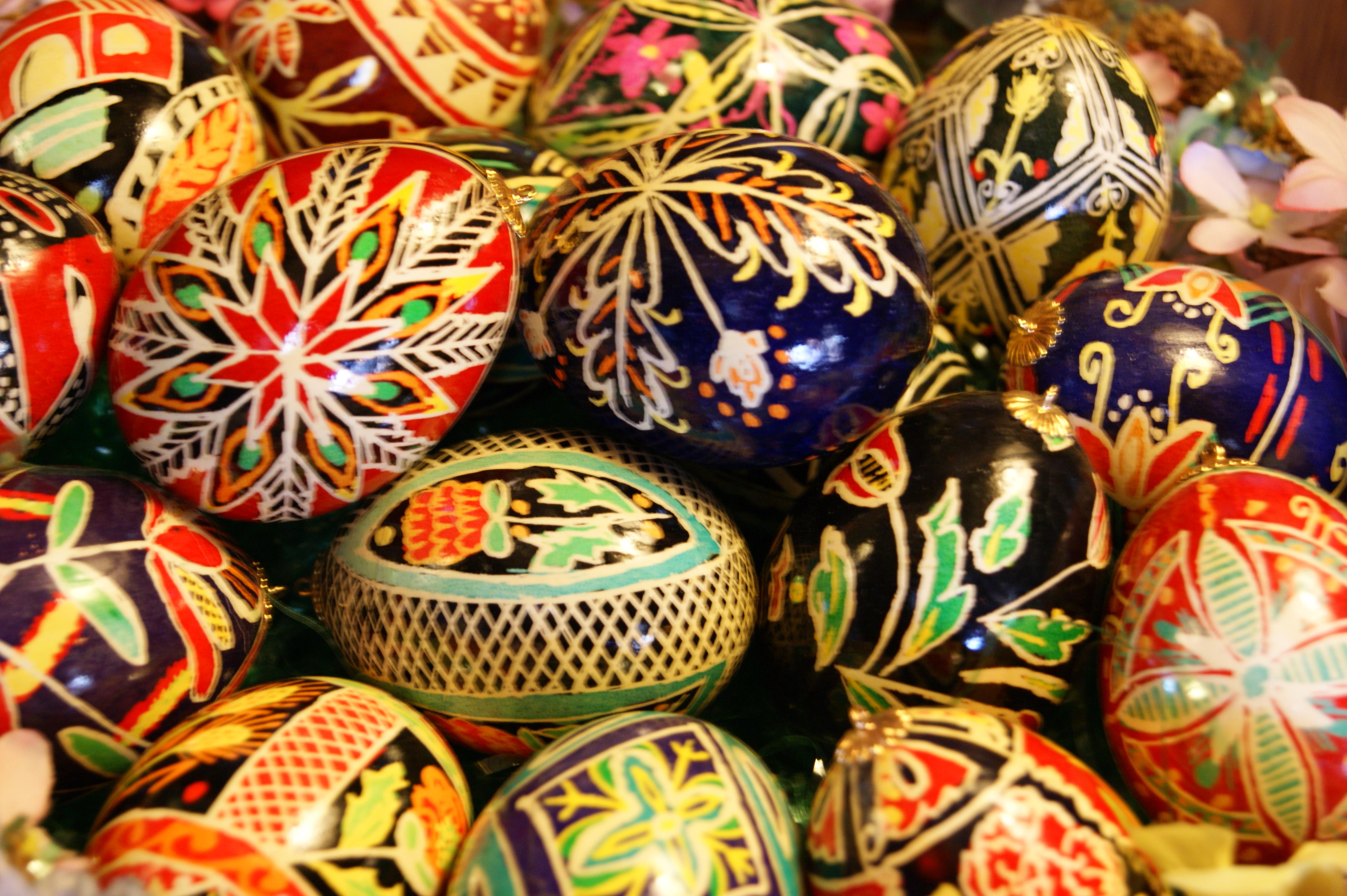 ВИДЕО: Велигденски јајца на украински начин