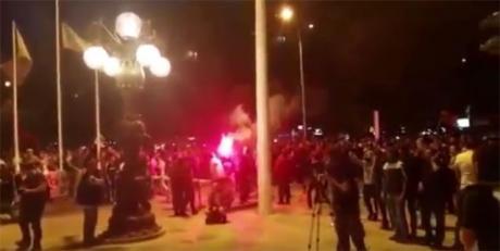 Петмина полицајци се повредени во синоќешните протести