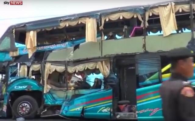 Двокатниот автобус по страшната несреќа во Тајланд