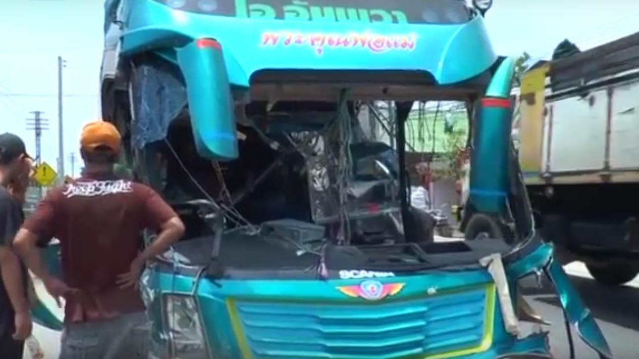 ВОЗНЕМИРУВАЧКО ВИДЕО: Воз разнесе двокатен автобус, три лица загинаа