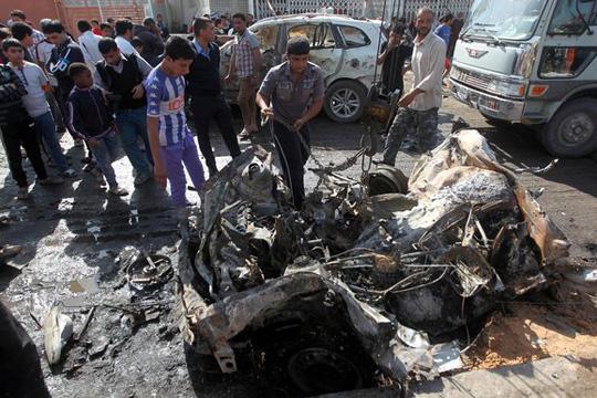 Најмалку 13 луѓе загинаа во бомбашки напад во Багдад