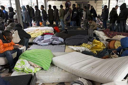 Повеќе од илјада мигранти раселени од камп во Париз