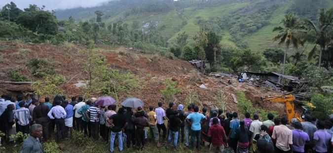 Шри Ланка: Половина милион луѓе ги напуштиле домовите поради поплави