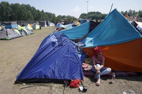 УНХЦР бара Србија и Унгарија да најдат решение за бегалскиот камп кај Хоргош