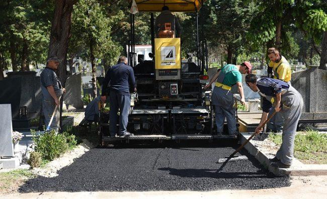 """Се асфалтираат нови улици во гробиштата """"Бутел"""" и """"Камник"""""""