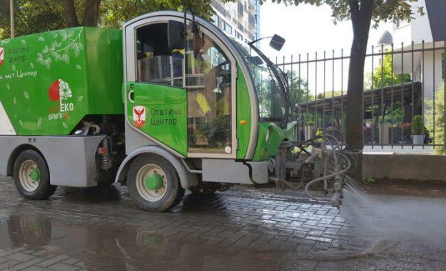 """""""Еко бригадата"""" ги чисти училиштата и градинките во Центар"""