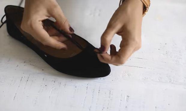 ВИДЕО: Како сами да ги направите најмодерните балетанки со врвки