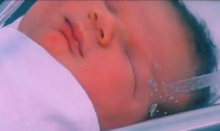 """ВИДЕО: Бебе """"џин"""" се роди во Австралија"""