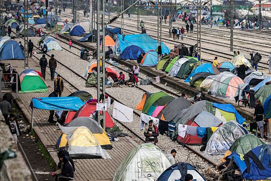 Поради блокадата од мигрантите, грчкиот транспортен сектор со загуби од шест милиони евра
