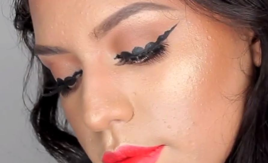 ВИДЕО: Бабл ајлајнер – нов тренд во шминкањето