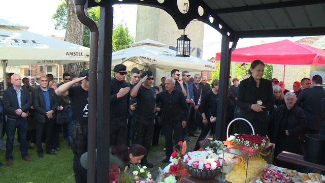 Чавков со делегација од МВР во Гостивар им одаде почит на загинатите херои