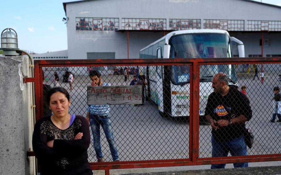 Продолжува преселувањето на бегалците од Идомени