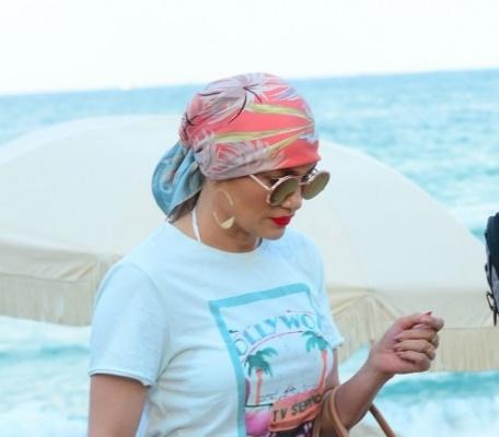 ФОТО: Џенифер Лопез непрепознатлива на плажа!