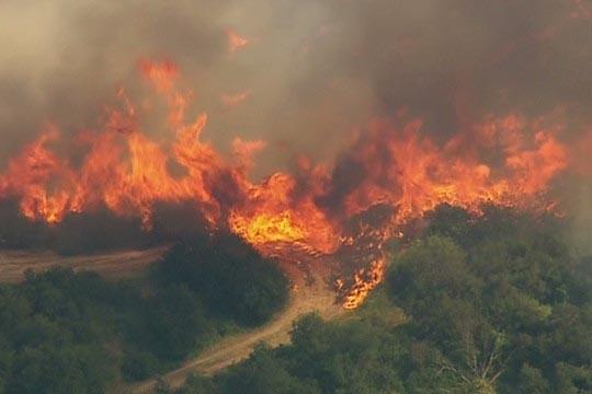 Во Канада евакуација на уште 12 илјади луѓе поради пожари