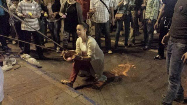 Демонстрант и катапулт во Скопје