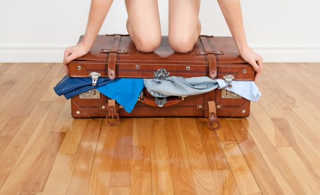 Одлична финта како да спакувате многу работи, а во помал куфер
