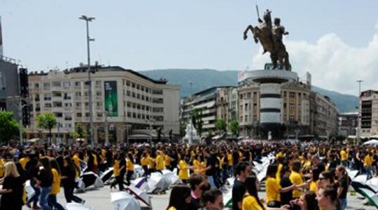 """""""Матурска парада 2016"""" на плоштадот """"Македонија"""""""