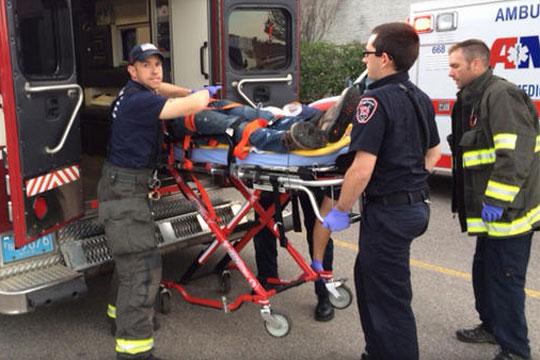 Четири лица прободени со нож во Масачусетс, убиецот застрелан