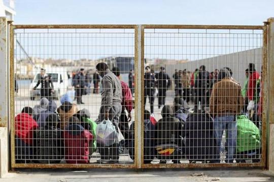 Мигранти го запалија прифатниот центар на Лампедуза