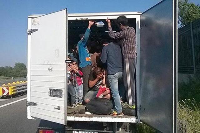Полицијата откри 16 мигранти кај Удово