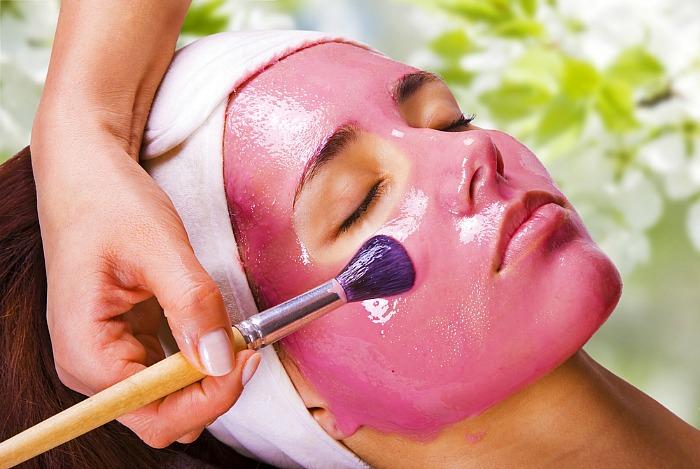 Пролетна маска за лице од јагоди