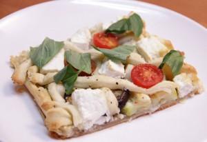 Подгответе медитеранска пита со тиквички и модар патлиџан