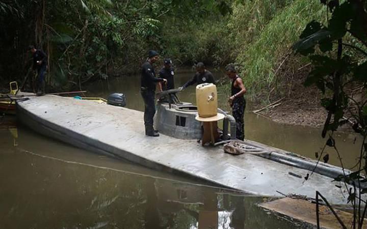 Еквадор: Пронајдена полу-подморница со еден тон кокаин