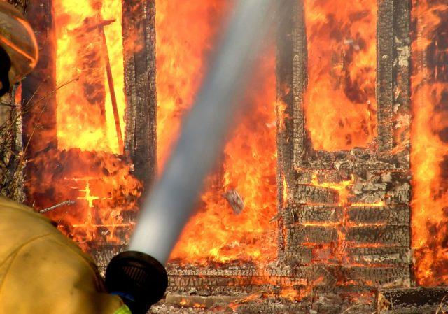 Најмалку 17 загинати во пожар во складиште за воена муниција