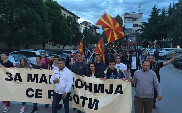 """ФОТО: Радовиш со порака """"За Македонија се работи"""" и затоа одржување на избори на 5 јуни"""