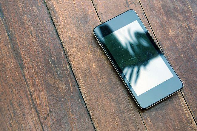 ВИДЕО: Едноставно отстранете ги гребнатините од вашиот мобилен