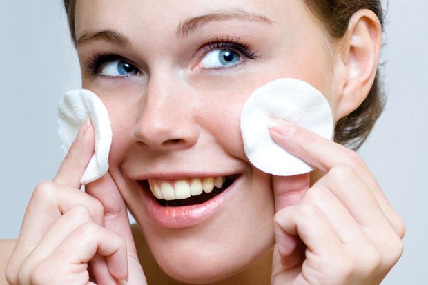Направете природен тоник за чистење на лицето