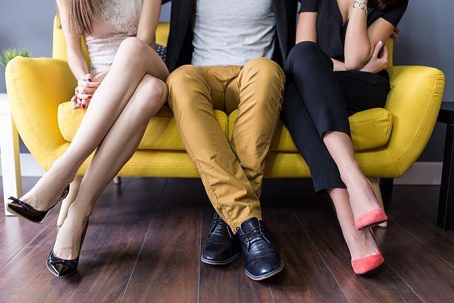 Девет знаци дека таа сака секс во тројка