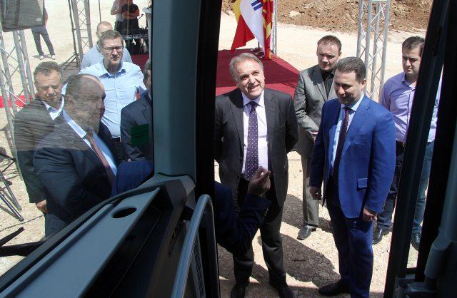 Груевски: Задоволство ми е што започна градбата на новата фабрика на Ван Хол која ќе отвори нови 450 вработувања